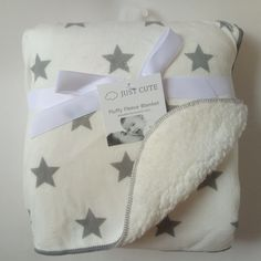 BABY/'S PERSONALISED BABY PRAM BLANKET with EMBROIDERED POCKET AND COMFORTER