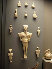 Cycladic three figurines group - Art cycladique — Wikipédia