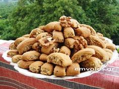 Cretan treat with nuts, orange juice and honey - TasteDriver by Sissy Nika Greek Sweets, Greek Desserts, Greek Recipes, Dog Food Recipes, Brownie Recipes, Cookie Recipes, Food Film, Biscotti Cookies, Healthy Sweets