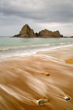 Playa de Saturraran #Mutriku #Gipuzkoa en la bahía de Ondárroa,con la vecina playa de Arrigorri