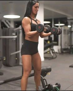 Arm workout with weights. Build bigger biceps with this muscle building exercise Arm workout with weights. Build bigger biceps with this muscle building exercise Bicep Workout Women, Bicep And Tricep Workout, Dumbbell Workout, Arm Muscles Workout, Upper Body Workout Gym, Dumbbell Exercises, Kettlebell Cardio, Gym Workout Videos, Gym Workouts