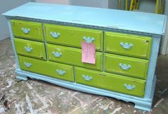 The Daily Uptown Country: BEFORE AND AFTER: ELLEN'S DRESSER