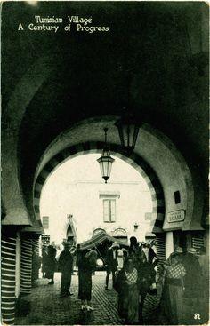 """""""Village tunisien. Un siècle de progrès, Chicago World Exhibition"""", carte postale, 1933. © Groupe de recherche Achac / DR"""