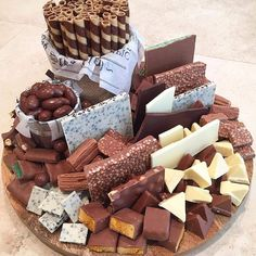 looking for ideas for your dessert table? Snack Platter, Dessert Platter, Party Food Platters, Dessert Table, Platter Ideas, Delicious Desserts, Dessert Recipes, Yummy Food, Charcuterie And Cheese Board
