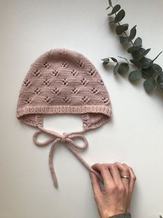 Newborn Knitting Patterns Rigmor's Bonnet is worked back and forth from the forehead towards the back. The crown is worked o. Baby Bonnet Pattern, Crochet Baby Bonnet, Baby Hat Knitting Pattern, Baby Hat Patterns, Baby Hats Knitting, Baby Girl Crochet, Beanie Pattern, Knitting For Kids, Knitted Hats