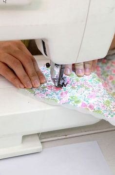 Let's Sew Easy - 28 JAN 2018 Let's Sew Easy - 28 January 28 January, AM - Alice Croft House - Eastbourne - United Kingdom - Learn how to use a sewing machine and overlocker to make sew easy projects. The cost for each one day workshop is &poun. Easy Sewing Projects, Sewing Hacks, Sewing Tutorials, Sewing Tips, Quilting Projects, Sewing Ideas, Sewing Basics, Sewing For Beginners, Sewing Machine Brands