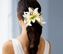 Like this, but with pink stargazer lilies and free-flowing curls.