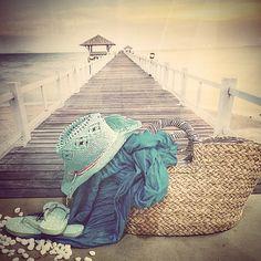 #MandarinaHome #Mandarina #playa #paraíso #chancla #sandalia #bolso #minbre #sombrero #foular #puente #atardecer #cuadro #lienzo #piedra #decoración #regalo #complemento #azul