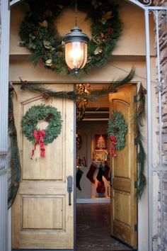 Pine Cones and Acorns: Front Doors: Decorating for Christmas