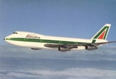 Alitalia 747! I love the livery. This is the italian flag carrier.