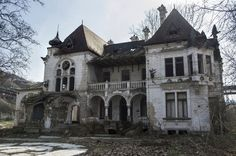https://flic.kr/p/rXdFqG | Time and neglect | Spitzer Castle in Beočin, Serbia