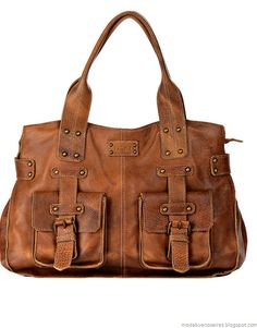 Moda y Tendencias en Buenos Aires | MODA 2016 : PRÜNE OTOÑO INVIERNO 2012 CARTERAS DE CUERO Brown Leather Purses, Leather Bag, My Bags, Purses And Bags, Cute Bags, Vintage Bags, Beautiful Bags, Mini Bag, Messenger Bag