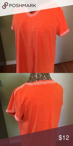 Embroidered trim tee shirt Excellent condition only worn one time GAP Tops Tees - Short Sleeve