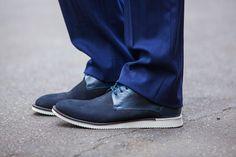 Sapato com detalhes em camurça na cor azul Raphael Steffens