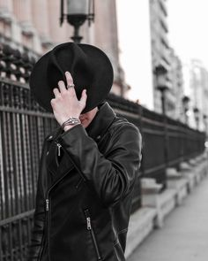 skull bracelet man in black fashion icon black outfit cool man sterling silver bracelet skull accessories black look skull ring man with hat Skull Bracelet, Vintage Heart, Outfits With Hats, Hats For Men, Bracelets For Men, Sterling Silver Bracelets, Black Men, Style Icons, Men's Fashion