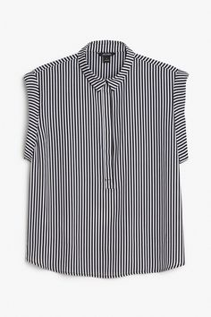 This fresh, light-as-a-breeze, collared blouse is the kind of babe'n top that you just don't want to be without, trust us. Rollback sleeves and a hide away button up front that stops 1/2 way down.  colour: sleek stripes  In a size small the chest width is 110 cm and the length is 62 cm. The model is 173 cm and is wearing a size small.
