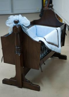Beautiful hand made wooden cradle using island legs, such a great woodworking idea! Baby Cradle Plans, Baby Cradle Wooden, Unique Woodworking, Woodworking Projects, Woodworking Plans, Wood Crib, Baby Bassinet, Baby Bedroom, Baskets On Wall