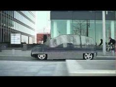 Mercedes-Benz impactó con esta innovadora idea de mostrar su nuevo auto, resaltando su modernidad y principalmente su emisión nula de sustancias toxicas, es casi invisible.