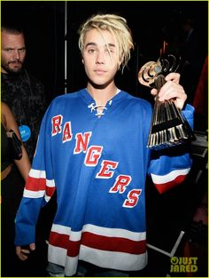 Justin Bieber Takes Home Three Awards at iHeartRadio Music Awards 2016: Photo #951330. Justin Bieber shows his support for Rangers hockey as he holds up his awards backstage at the 2016 iHeartRadio Music Awards held at The Forum on Sunday (April 3)…