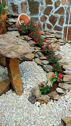 Simple, easy and cheap DIY garden landscaping ideas for front yards and backyard. - Simple, easy and cheap DIY garden landscaping ideas for front yards and backyards. Front Yard Landscaping, Front Yard Decor, Florida Landscaping, Front Porch, Garden Projects, Diy Projects, Project Ideas, Garden Art, Garden Cottage