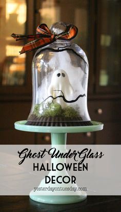 Ghost Under Glass Halloween Decor: A spooky project for Halloween decorating you can create in less than 15 minutes. Awesome for decorating. Halloween Cloche, Halloween Ghosts, Holidays Halloween, Scary Halloween, Halloween Crafts, Holiday Crafts, Holiday Fun, Happy Halloween, Halloween Party