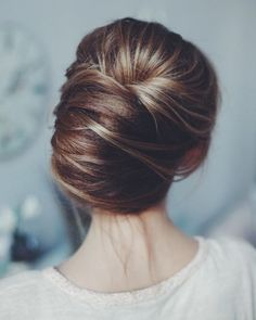 Messy wedding hair updos   http://itakeyou.co.uk #weddinghair #weddingupdo #weddinghairstyle #weddinginspiration #bridalupdo