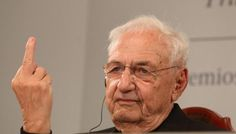 Frank Gehry responds to criticism with a middle finger. Image via @imartinrodrigo on Twitter.