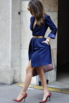Gorgeous Street Style Fashion Inspiration - Adorable blue sleeve dress with leather hand bag and high heels shoes and gold belt