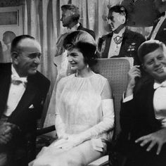 Jacqueline KennedyAt John F. The 25 Most Iconic Dresses of All Time. Kennedy's inaugural ball, Jackie ushered in Camelot in a dress fit for the royal court. Caroline Kennedy, Jacqueline Kennedy Onassis, John Kennedy, Les Kennedy, Familia Kennedy, American First Ladies, It's All Happening, Presidential Inauguration, John Fitzgerald