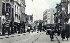 (Verlengde) Heerestraat in de jaren '40, met rechts Klaassens Koek