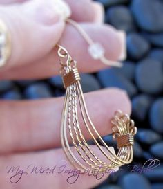 Jewelry: Free - Vintage Style - All Wire Earring