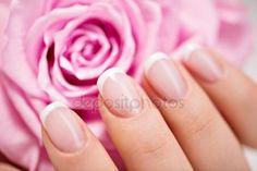 Stáhnout - Krásná žena nehty s francouzská manikúra — Stock obrázek #42859795