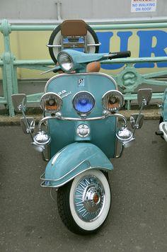 Brighton Mods- #vespa #roostermoto #retro más en http://roostermoto.blogspot.com