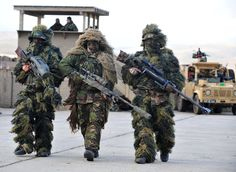 A British sniper from 5 SCOTS (centre) and French snipers of the 8th Marine Infantry Parachute Regiment