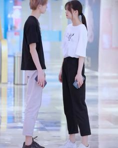 Matching Couple Outfits, Matching Couples, Cute Couples, Ulzzang Couple, Sweet Couple, Tik Tok, Couple Goals, Harem Pants, Idol