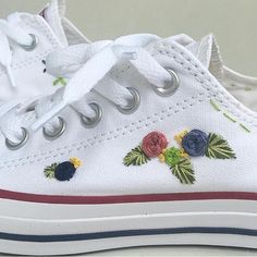 Hand embroidered converse embroidered flowers Converse Bordados, Tambour Embroidery, Cross Stitch Embroidery, Diy Embroidery, Hand Embroidery Designs, Hand Embroidery Stitches, Embroidered Clothes, Embroidered Blouse, Embroidered Flowers