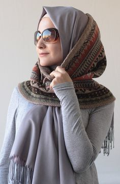 Hijab Tutorial, Scarf Design, Beautiful Hijab, Hijabs, Hijab Outfit, Winter Looks, Modest Outfits, Fall Winter Outfits, Modern Fashion