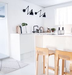 By Rydens Bazar wall lamps in the @heinassaheiluvassa kitchen.  #byrydens #bazar #sessaklighting #interiorinspiration #interiorinspo #inspiration #homelighting #homeinspo #homedecor #scandinaviandesign #kitchendesign #kitchenlighting #lighting #lightingideas #walllamp #sessak #valaisin #sisustus #sisustusinspiraatio #nordichome