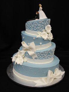 Topsy Blue - Buttercream topsy with fondant accents