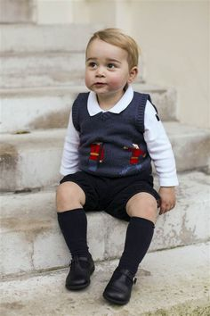 Prince George poses for a Christmas portrait (c) THR The Duke and Duchess of Cambridge, what an absolute cutie!!