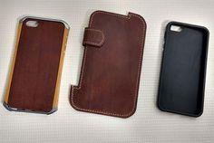Комплект накладок и чехол для IPhone 5\5S выполнен из кожи Crazy horse (черный, коньячный). Шитье вручную, седельным швом, льняной вощеной нитью.