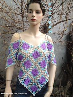 Fabulous Crochet a Little Black Crochet Dress Ideas. Georgeous Crochet a Little Black Crochet Dress Ideas. T-shirt Au Crochet, Poncho Au Crochet, Beau Crochet, Pull Crochet, Crochet Shirt, Crochet Vests, Crochet Bodycon Dresses, Black Crochet Dress, Strapless Shirt