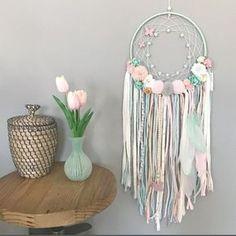 Hay atrapasueños bonitos y luego están los que os traemos ! Súper novedad irresistible ya en la shop ! Felices sueños bonitos y bonitas - #atrapasueños #decoracioninfantil #tenlittlewings