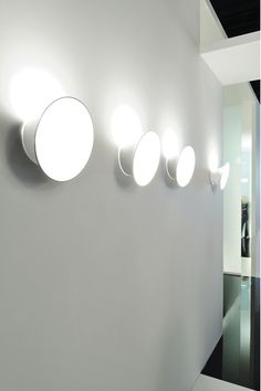 Luceplan Ecran wall lightThe Luceplan Ecran lamp is a wall lamp that is suitable for indoor and outdoor use, so it is also called Ecran In & Out. Modern Furniture Stores, Contemporary Furniture, Shop Lighting, Track Lighting, Luce Plan, Wall Lights, Ceiling Lights, Design Crafts, Feng Shui