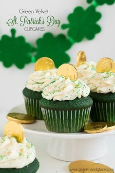 Be the star of your next St. Patrick's Day party with this vibrant green velvet cupcake recipe! St Patricks Day Cupcake, St Patricks Day Food, Cupcake Recipes, Cupcake Cakes, Dessert Recipes, Party Recipes, Birthday Recipes, Icing Cupcakes, Party Cupcakes