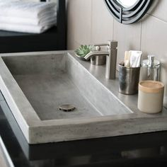 Bathroom a few ideas, master bathroom renovation, master bathroom decor and bathroom organization! Bathrooms can be beautiful too! From claw-foot tubs to shiny fixtures, these are the master bathroom that inspire me the most. Drop In Bathroom Sinks, Natural Bathroom, Steam Showers Bathroom, Dream Bathrooms, Bathroom Storage, Bathroom Organization, Master Bathrooms, Marble Bathrooms, Bathroom Mirrors