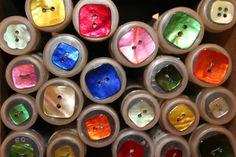 ...botones de varios colores.....