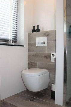 White wall tile combined with a wood look tile both on the floor as well as . - White wall tile combined with a wood look tile on both the floor and the eight - Toilet For Small Bathroom, Small Toilet Design, Guest Toilet, New Toilet, Downstairs Bathroom, Remodled Bathrooms, Bathroom Toilets, White Wall Tiles, White Walls