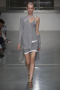 London FW S/S 2015 Richard Nicoll. See all fashion show at: http://www.bookmoda.com/?p=30540 #spring #summer #ss #fashionweek #catwalk #fashionshow #womansfashion #woman #fashion #style #look #collection #london #richardnicoll