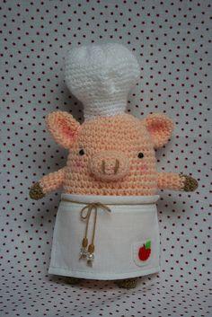even piggies need aprons! #amigurumi